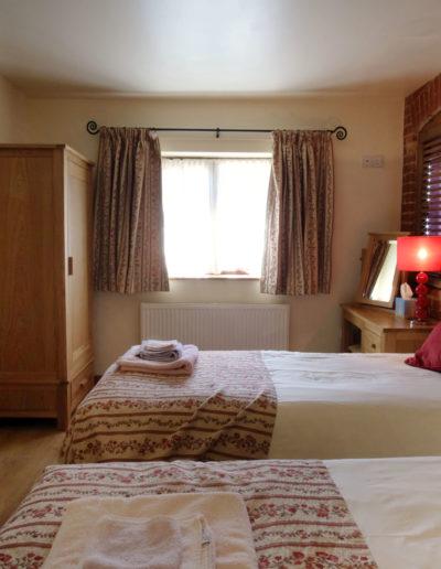 poppy-cottage-bedroom-2