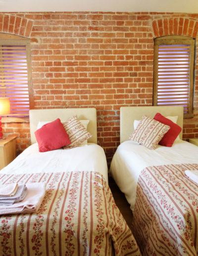 poppy-cottage-bedroom